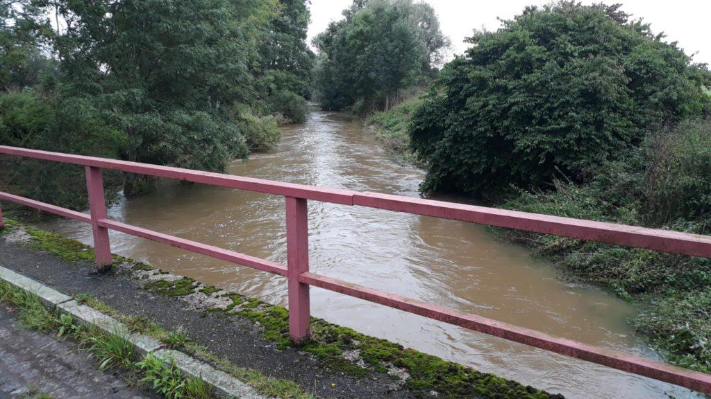 Pleißebrücke in Serbitz mit Hochwasser